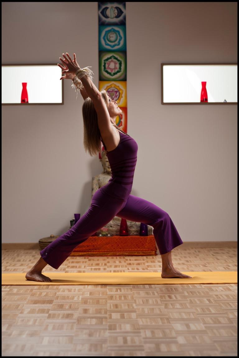"""Jessica Magnin, directrice de l'atelier yoga """"Entre ciel et terre"""". Vich, 4 octobre 2012."""